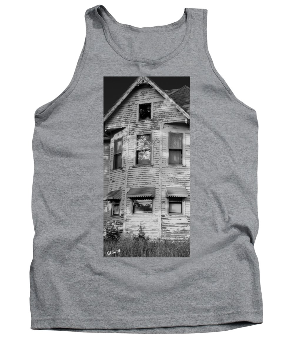 This Old House Tank Top featuring the photograph This Old House by Ed Smith