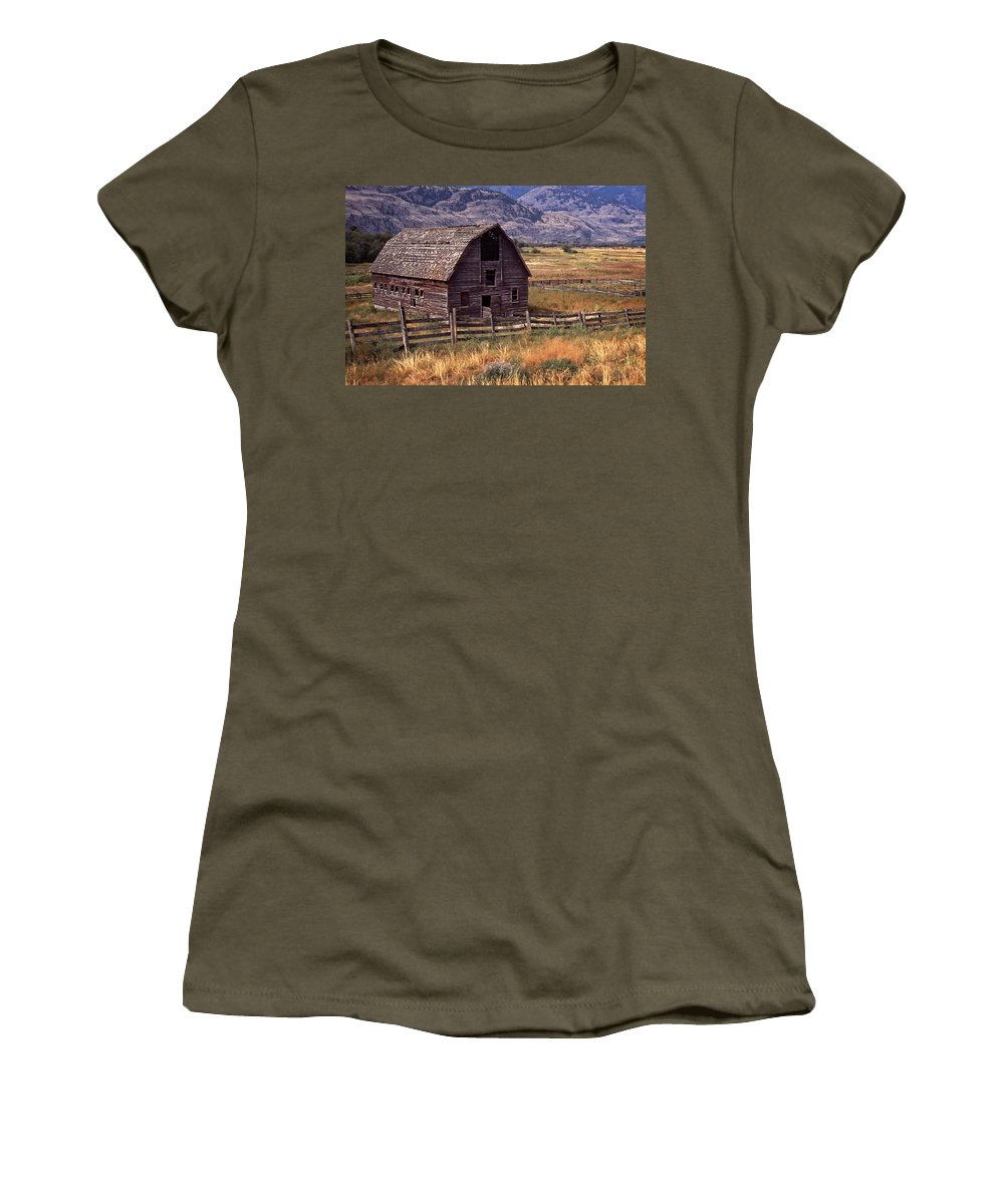Old Barn Women's T-Shirt featuring the photograph Abandoned Barn by Richard Farrington