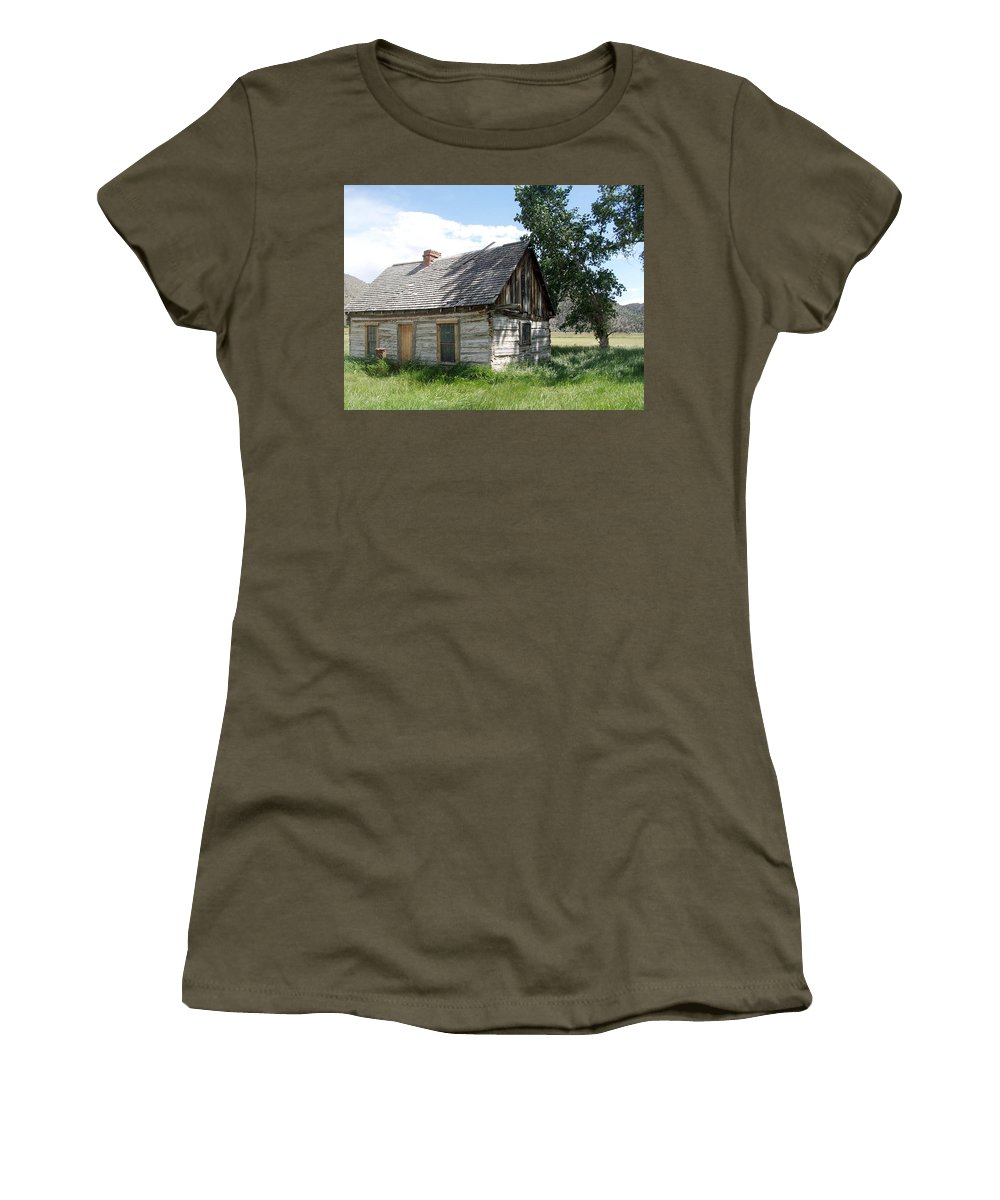 Butch Cassidy Childhood Home Women's T-Shirt featuring the photograph Butch Cassidy Childhood Home by Donna Jackson