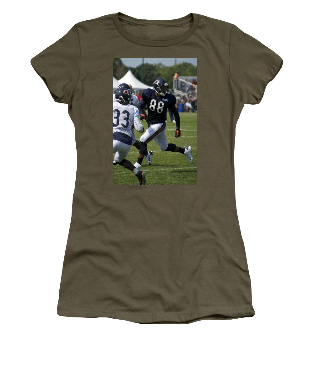 Chicago Bears Women's T-Shirt featuring the photograph Chicago Bears Te Dante Rosario Training Camp 2014 04 by Thomas Woolworth
