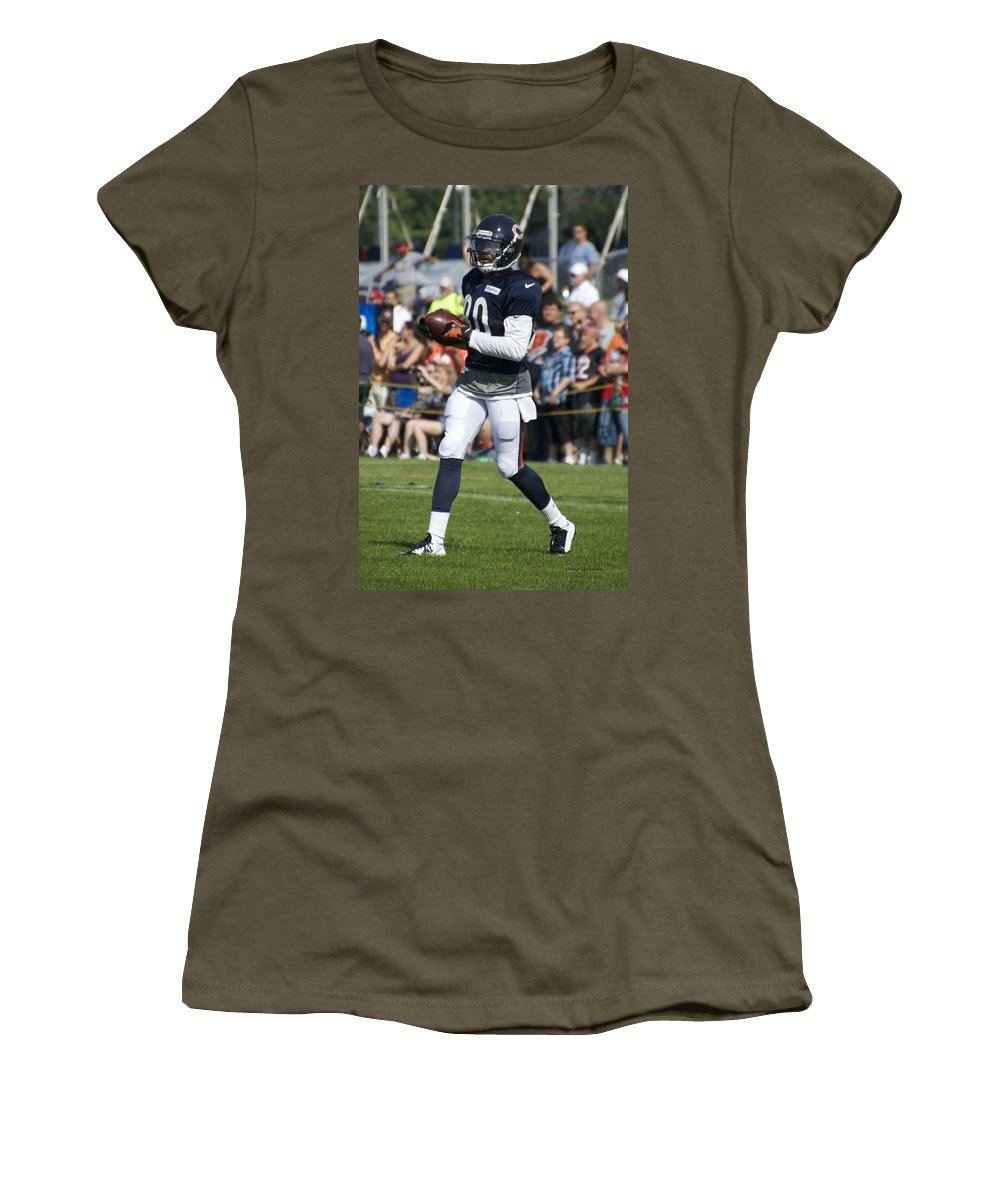 Chicago Bears Women's T-Shirt featuring the photograph Chicago Bears Wr Armanti Edwards Training Camp 2014 07 by Thomas Woolworth