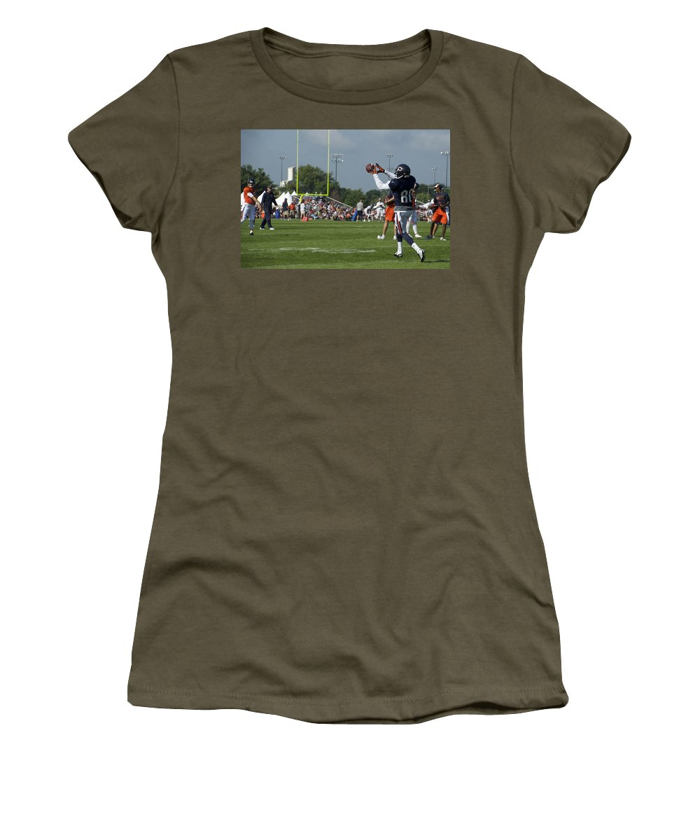 Chicago Bears Women's T-Shirt featuring the photograph Chicago Bears Wr Armanti Edwards Training Camp 2014 08 by Thomas Woolworth
