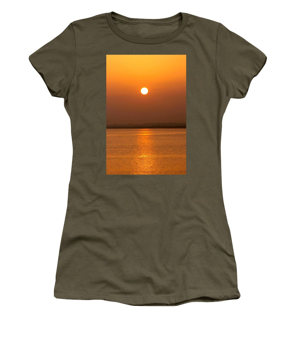 Setting Sun Women's T-Shirt featuring the photograph Fine Line Between Night And Day by Robert Phelan