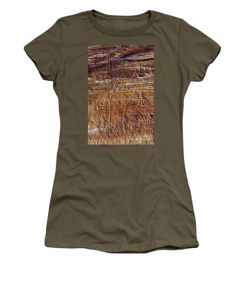 Capitol Reef National Park Utah Rock Drawing Park Parks Capitol Reef Utah Petroglyph Petroglyphs Indian Drawings Women's T-Shirt featuring the photograph Early Indian Drawings by Bob Phillips