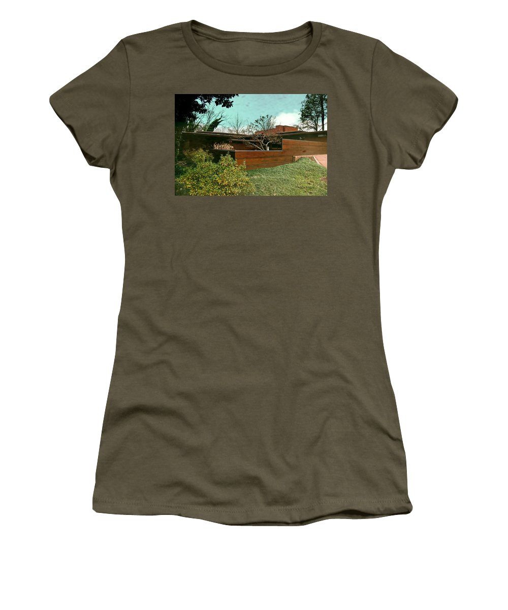 Featured Women's T-Shirt featuring the photograph Fllw Rosenbaum Usonian House - 3 by Paulette B Wright