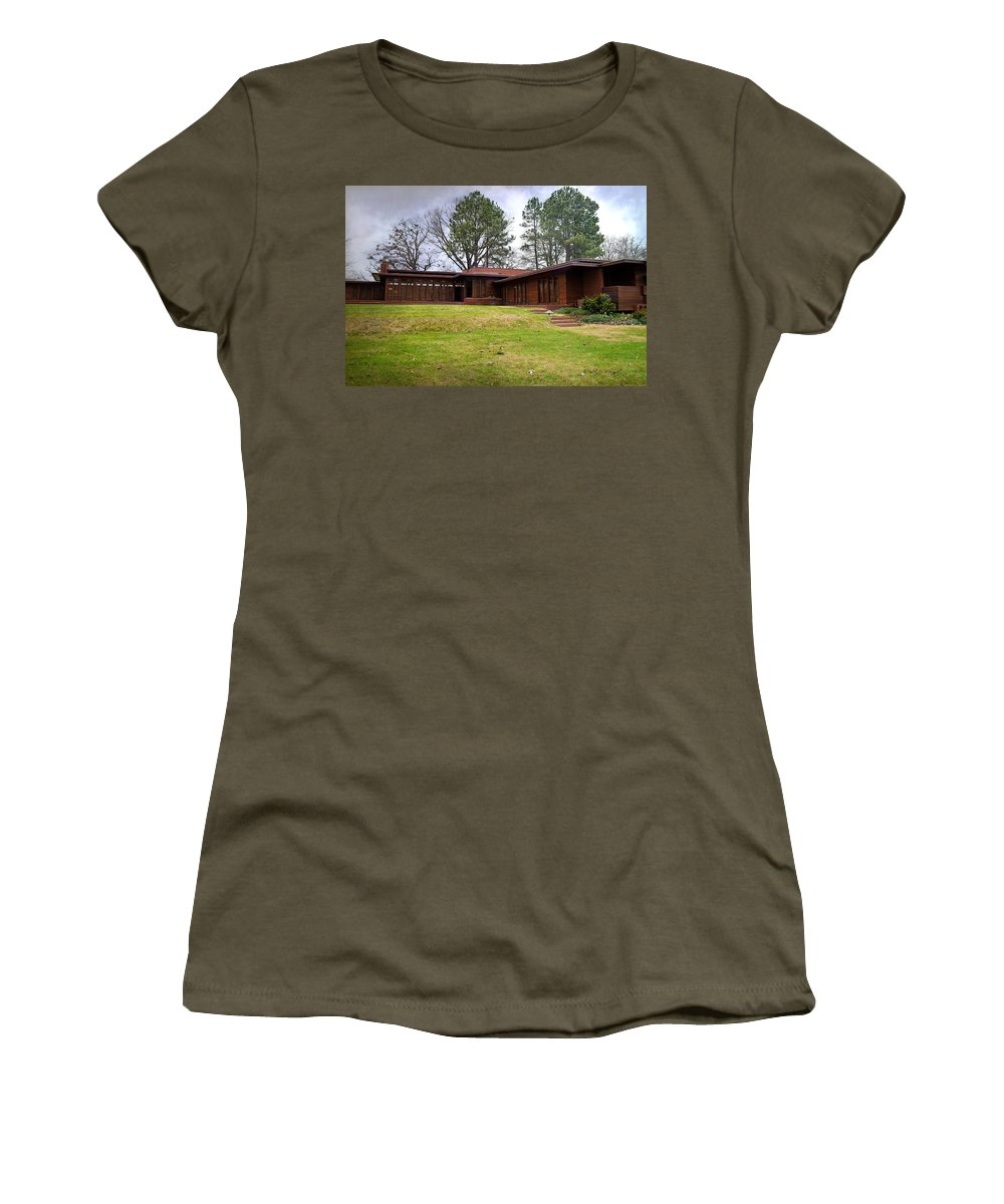 Featured Women's T-Shirt featuring the photograph Fllw Rosenbaum Usonian House - 4 by Paulette B Wright