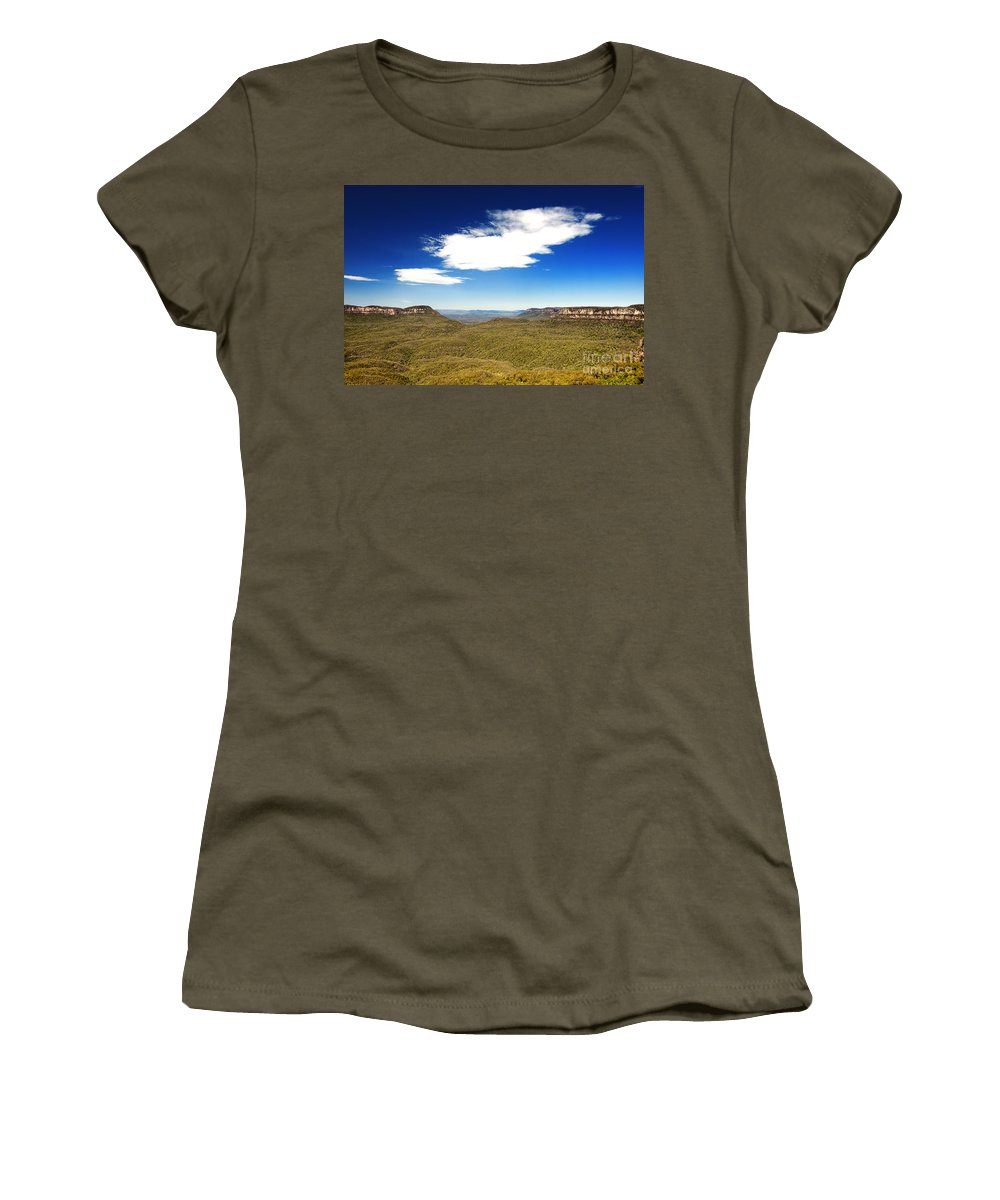 Blue Mountain Women's T-Shirt featuring the photograph Jamison Valley by Yew Kwang