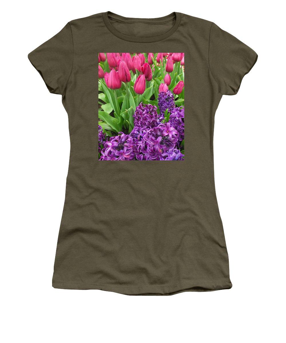 Keukenhof Gardens Women's T-Shirt featuring the photograph Keukenhof Gardens 40 by Mike Nellums