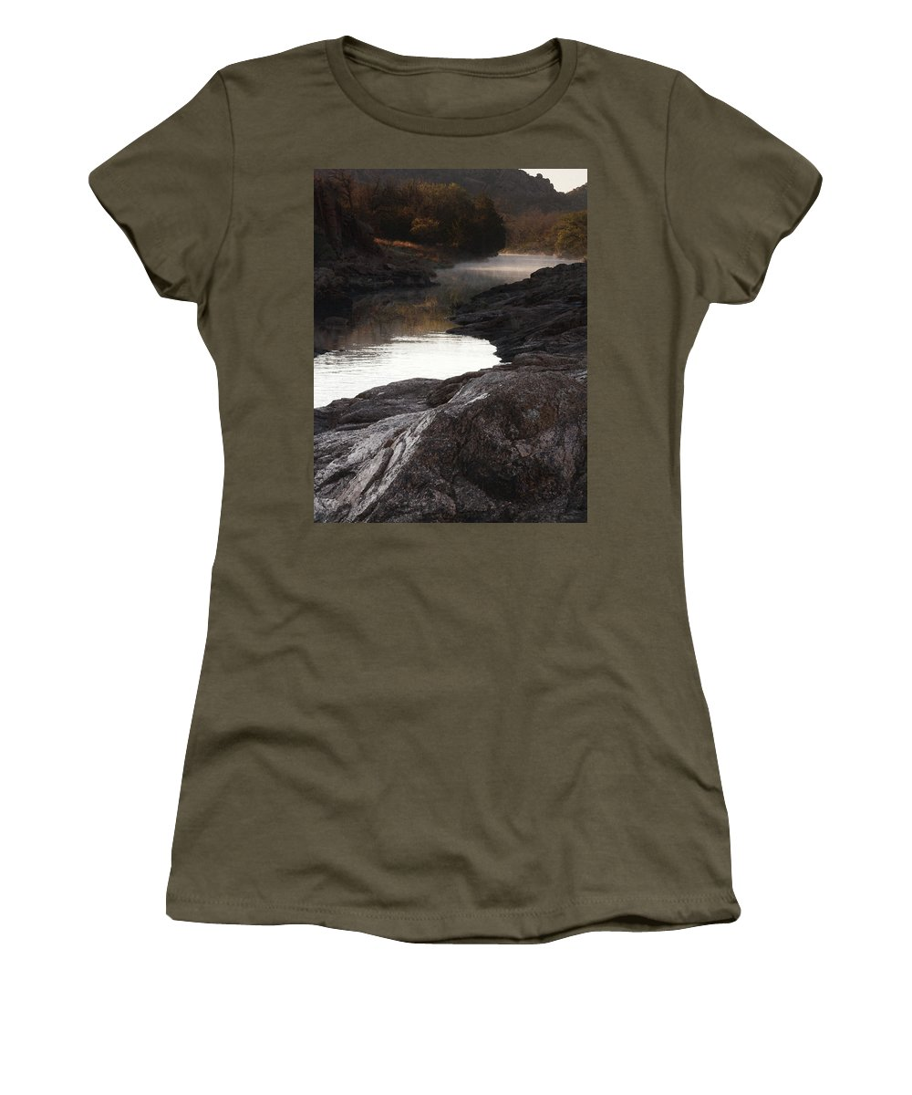 40 Foot Hole Women's T-Shirt (Athletic Fit) featuring the photograph Morning Light And Fog by Richard Smith
