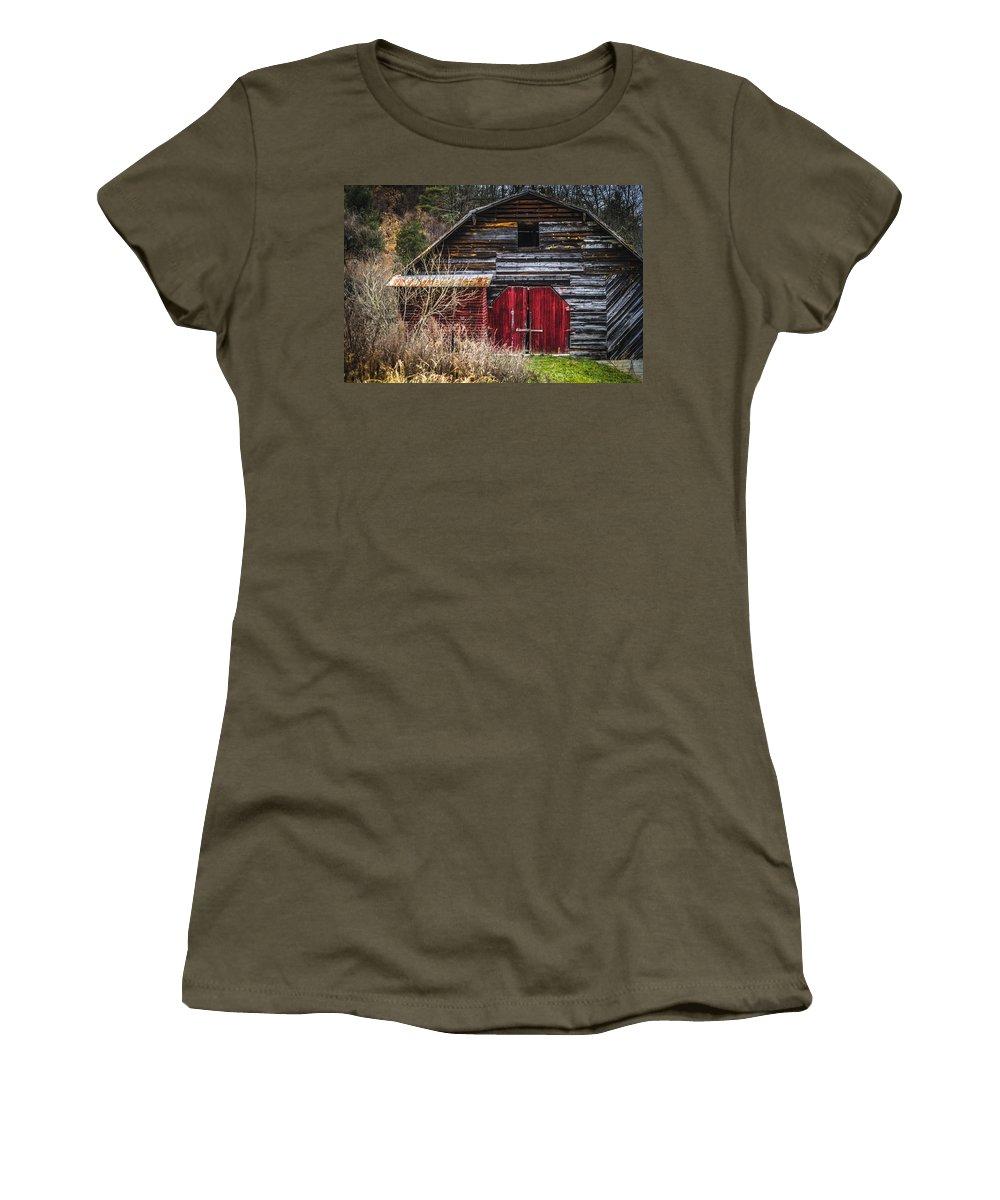 Barn Women's T-Shirt featuring the photograph North Carolina Red Door Barn by Carolyn Marshall