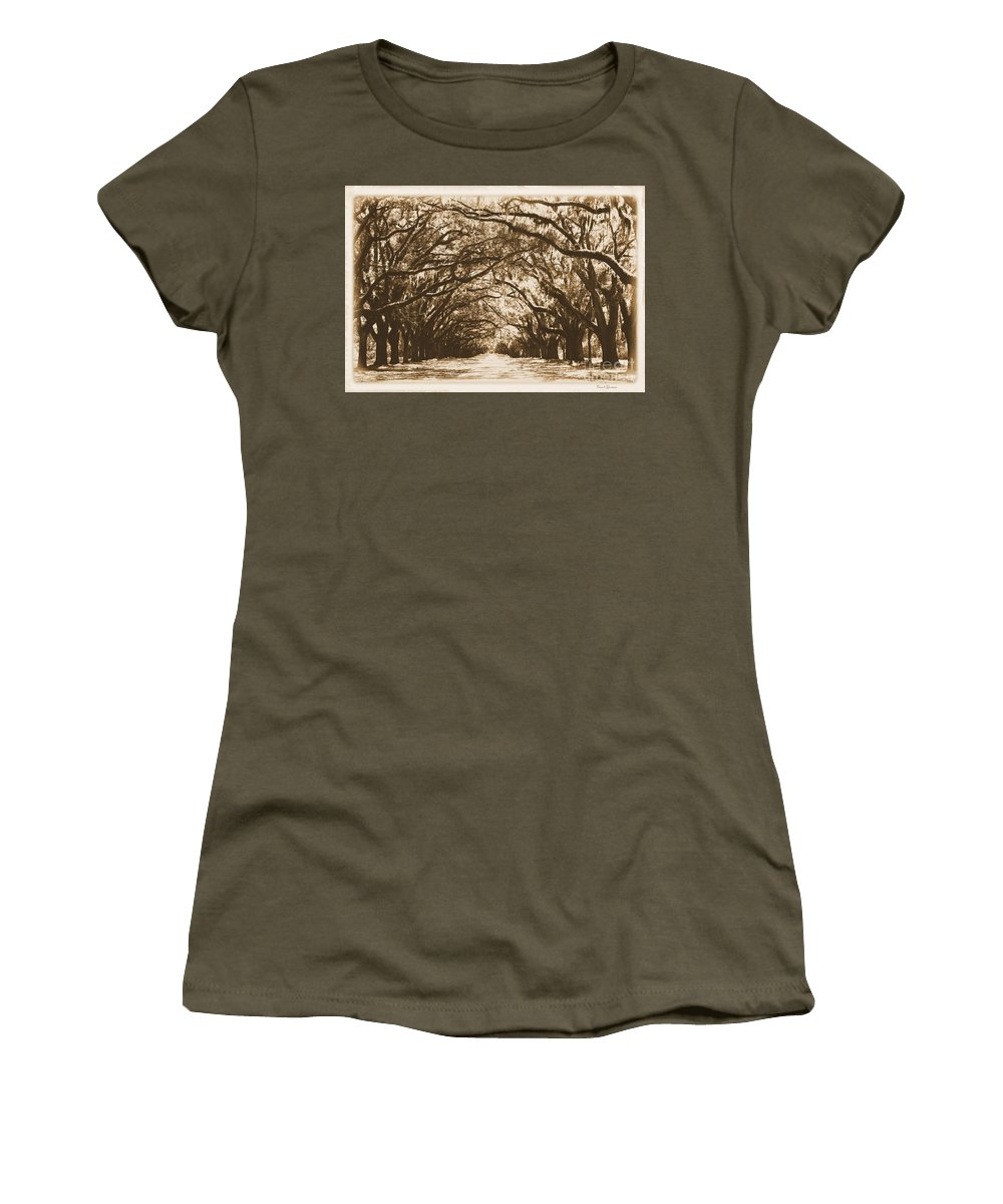 Savannah Women's T-Shirt featuring the photograph Sunny Southern Day With Old World Framing by Carol Groenen