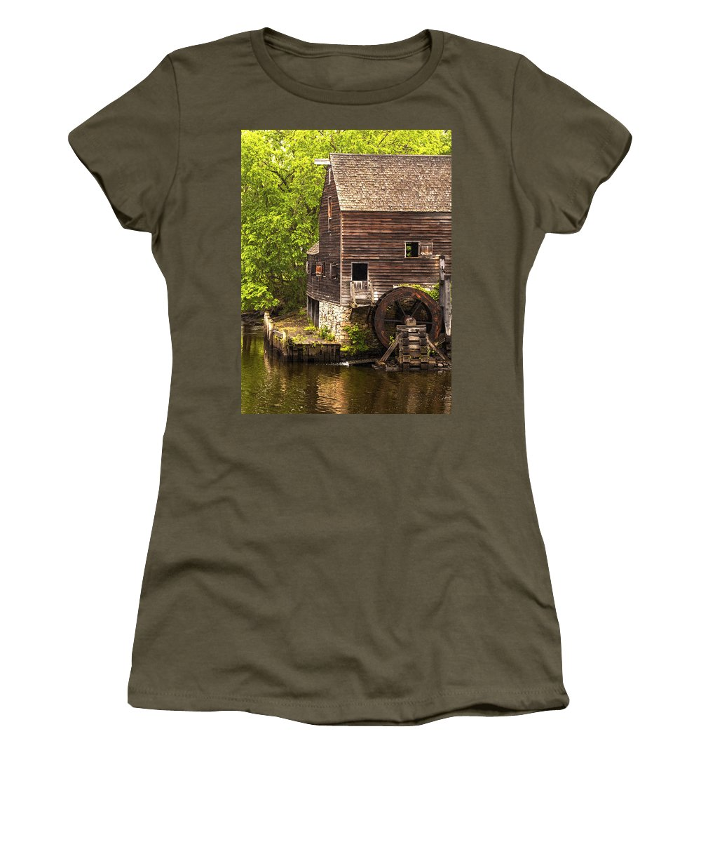 Old Wood Water Wheel Women's T-Shirt featuring the photograph Water Wheel At Philipsburg Manor Mill House by Jerry Cowart