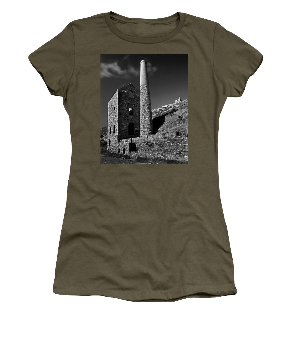 Wheal Coates Women's T-Shirt featuring the photograph Wheal Coates Engine House by Darren Galpin