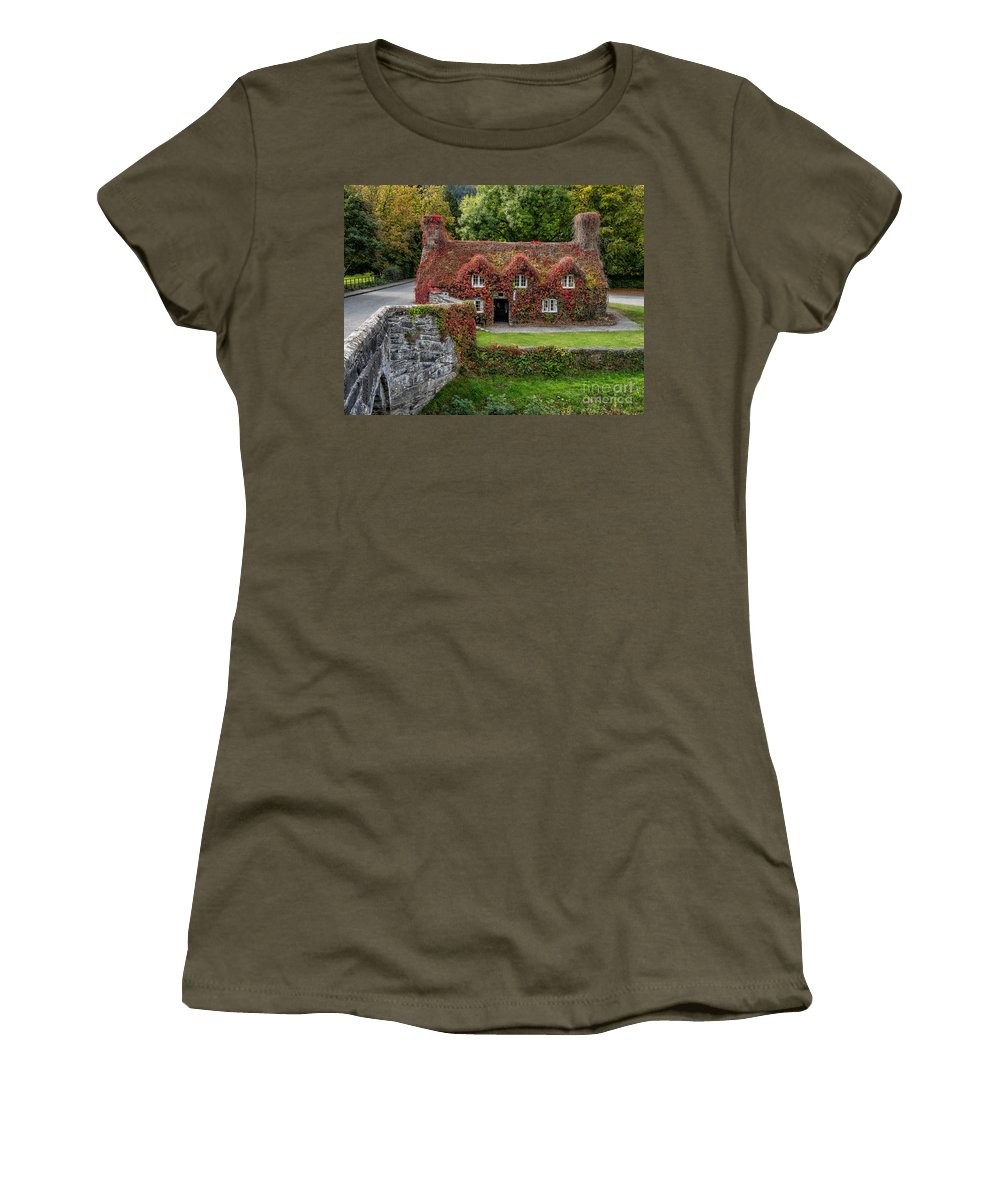 15th Century Women's T-Shirt featuring the photograph Ye Olde Courthouse by Adrian Evans