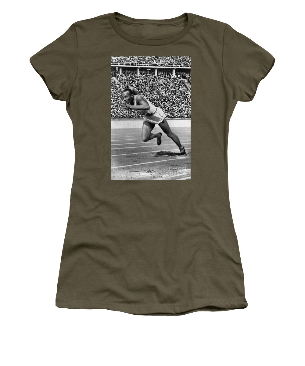 1936 Women's T-Shirt featuring the photograph Jesse Owens (1913-1980) by Granger