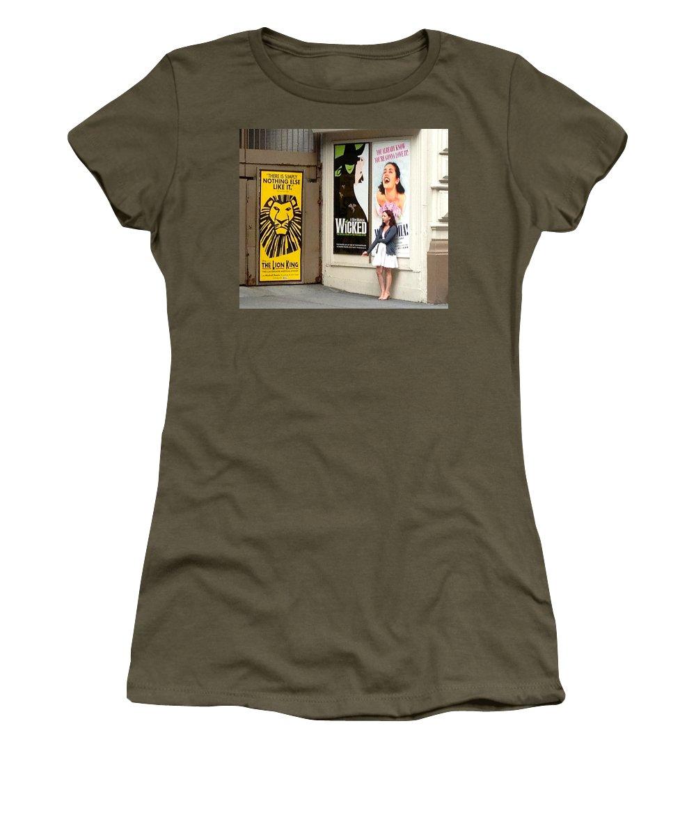 Mama Mia New York City Actress Smoker Smoking Sign Banner Women's T-Shirt featuring the photograph Mama Mia Smoke Break by Alice Gipson