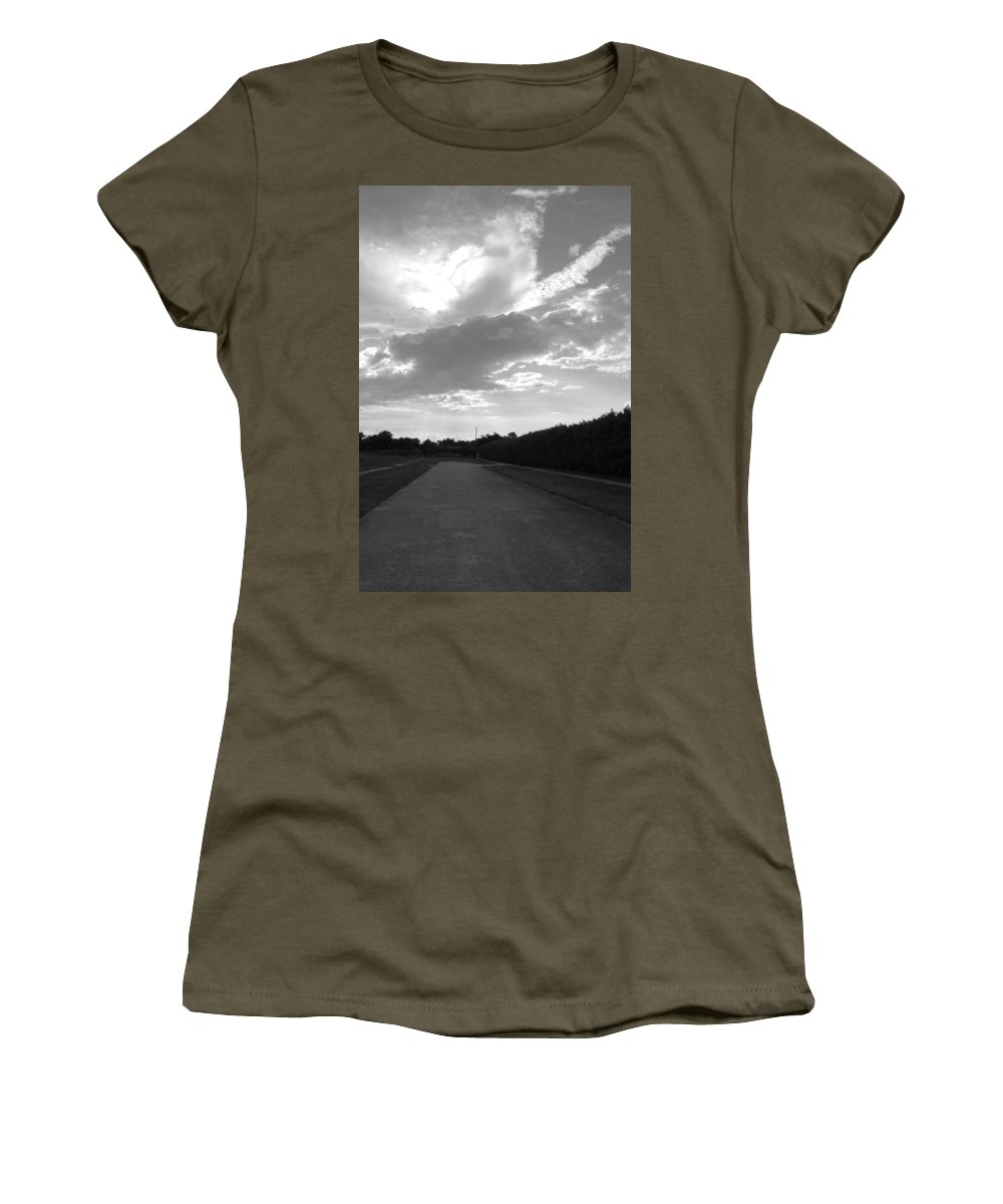 Black And White Women's T-Shirt featuring the photograph Homestead Sky by Rob Hans