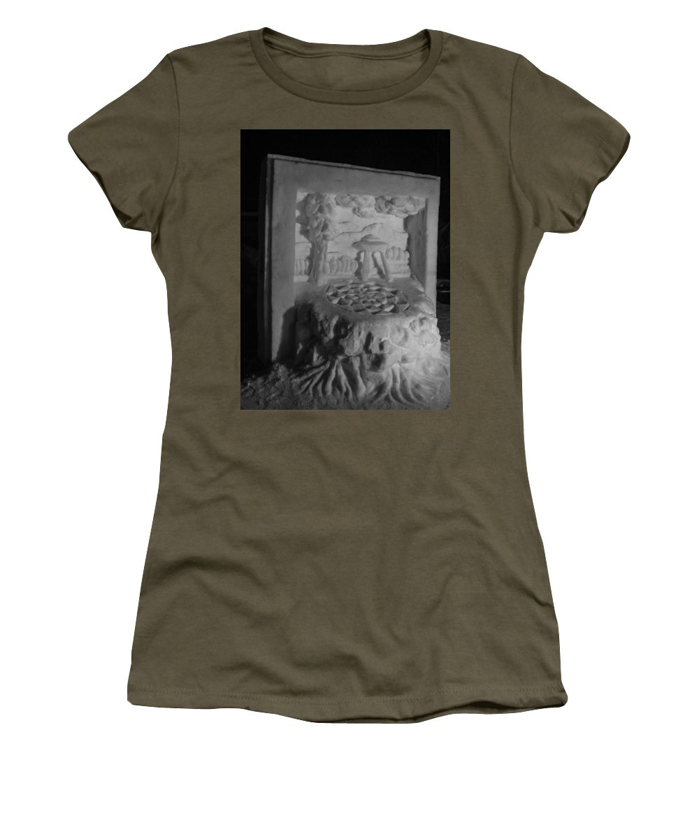 Mccall Women's T-Shirt (Athletic Fit) featuring the photograph Framed by Angus Hooper Iii