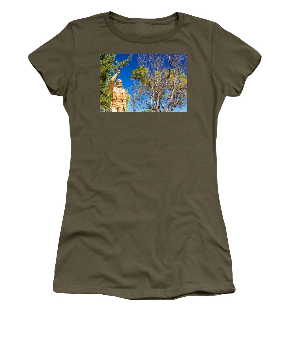 Che Guevara Women's T-Shirt featuring the photograph Che Guevara Statue In La Higuera by Jess Kraft