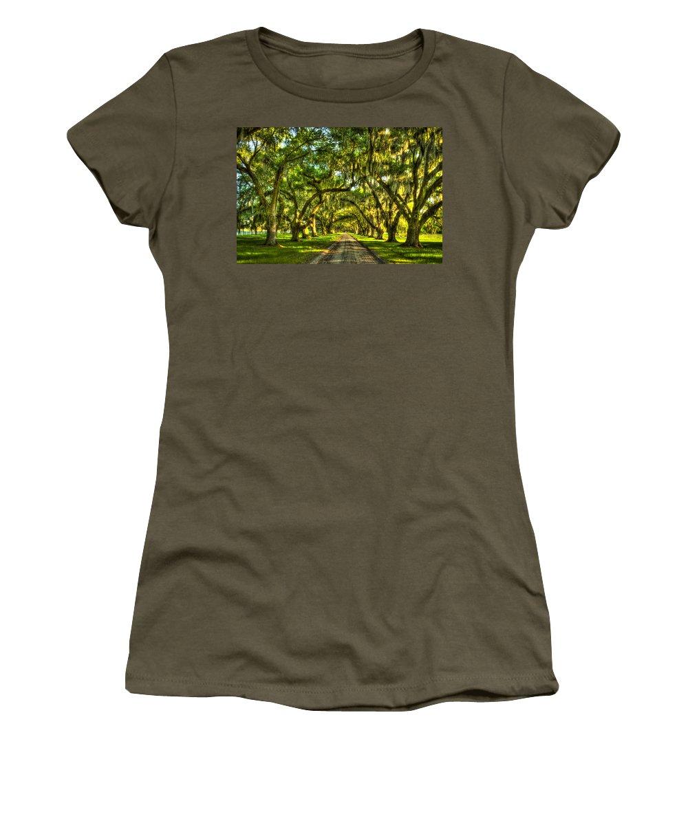 Reid Callaway Live Oak Trees Of Tomotley Plantation Women's T-Shirt featuring the photograph Glorious Entrance Tomotley Plantation South Carolina by Reid Callaway