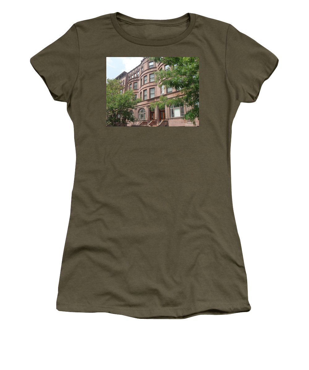 Street In New York City Women's T-Shirt featuring the photograph Harlem Brownstones by Vannetta Ferguson