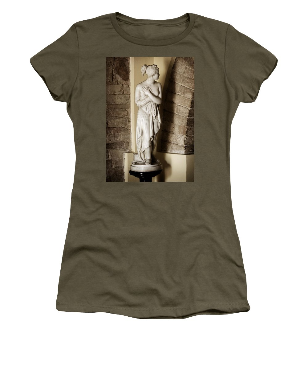 Statue Women's T-Shirt (Athletic Fit) featuring the photograph Peering Woman by Marilyn Hunt