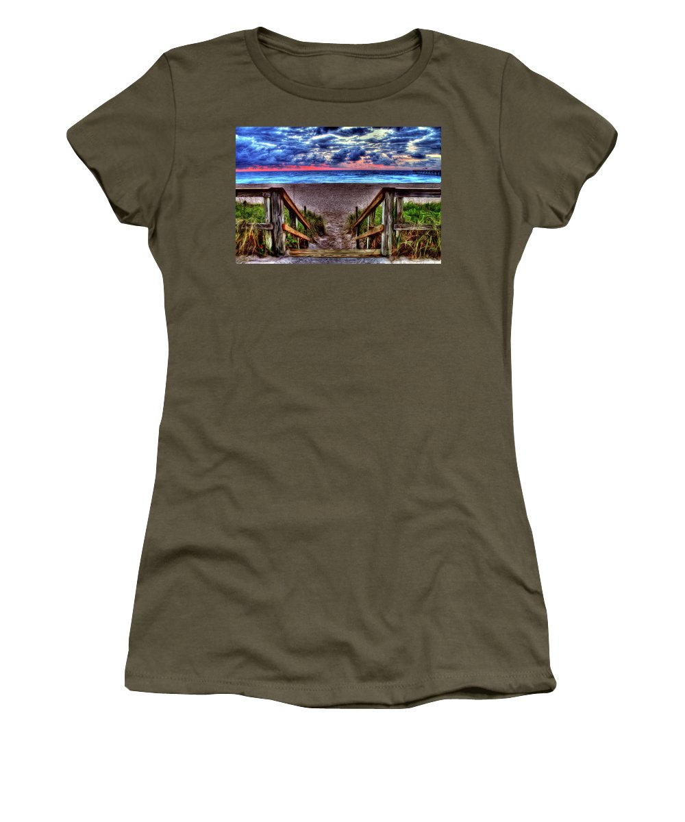 Palm Beach Women's T-Shirt featuring the photograph Steps by Francisco Colon