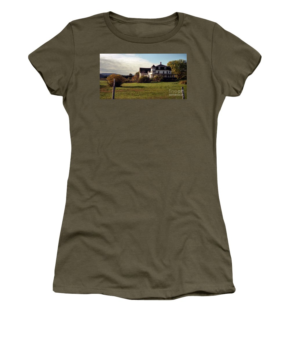 Vermont Women's T-Shirt (Athletic Fit) featuring the photograph Vermont Farmhouse by Richard Rizzo