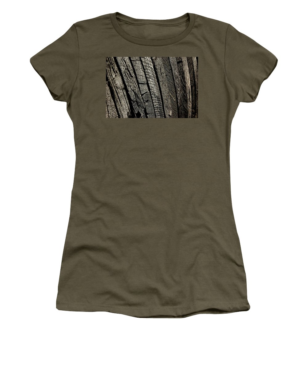 Usa Women's T-Shirt featuring the photograph Wooden Water Wheel by LeeAnn McLaneGoetz McLaneGoetzStudioLLCcom