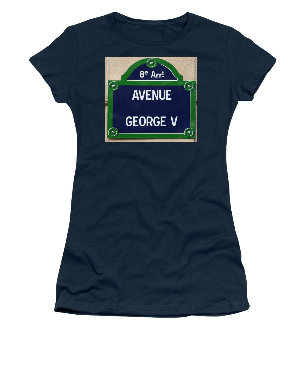 Avenue George The Fifth Women's T-Shirt featuring the photograph Avenue George Le Cinq by Ira Shander