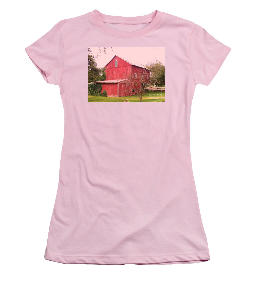 Pennsylvania Women's T-Shirt (Athletic Fit) featuring the photograph Pennsylvania Barn Cira 1700 by Eric Schiabor