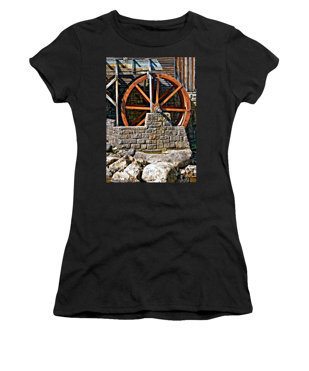 Shape Women's T-Shirt (Athletic Fit) featuring the photograph A Study Of Line And Form by Steve Harrington