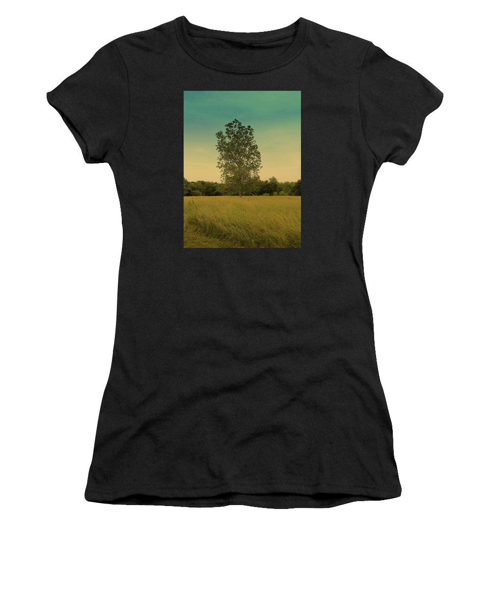 Kansas. Midwest. Country Side Women's T-Shirt featuring the photograph Bonner Springs Tree by Ann Michelle Smith