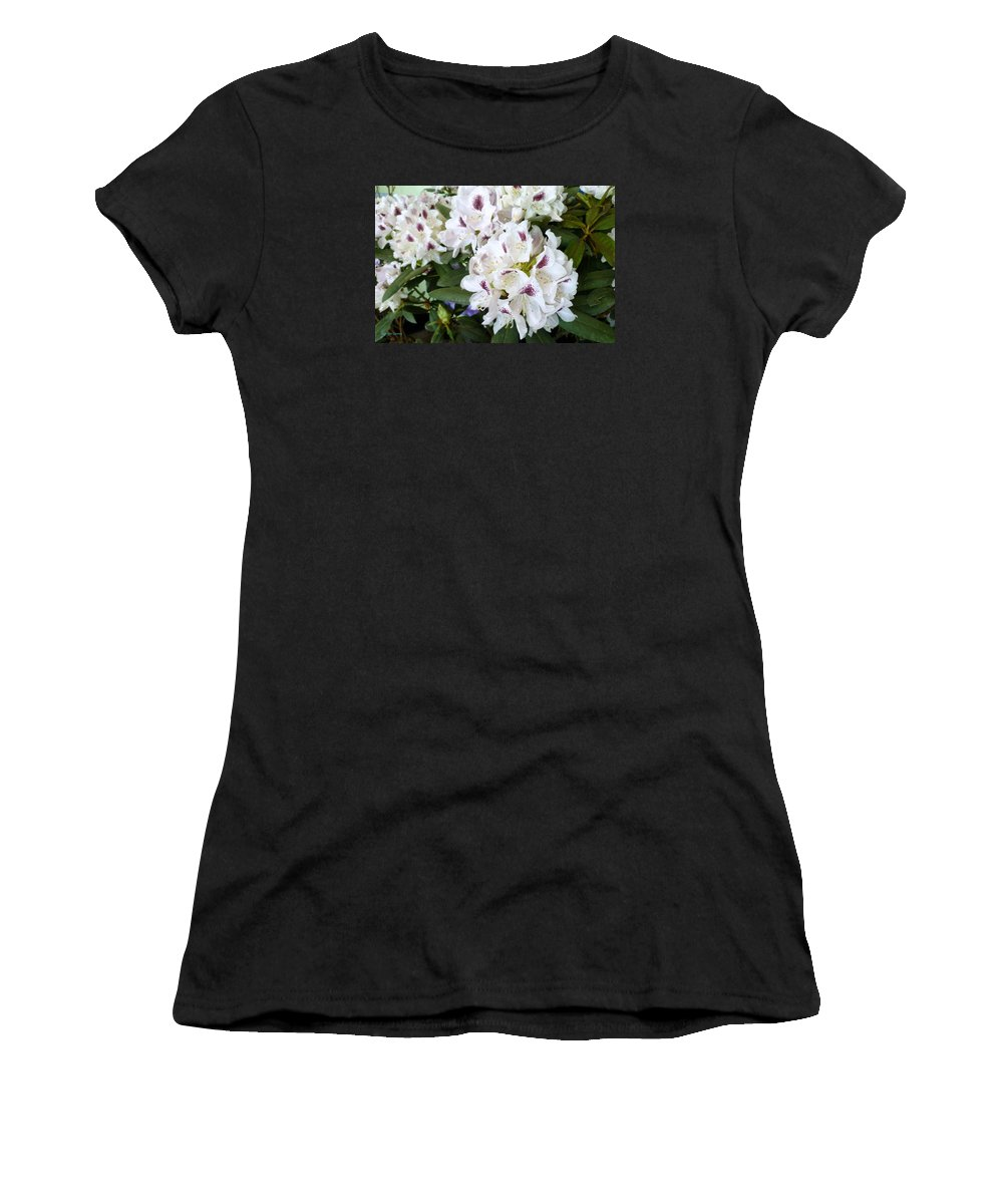 Flower Macro Women's T-Shirt (Athletic Fit) featuring the photograph Elegant Beauty by Lingfai Leung