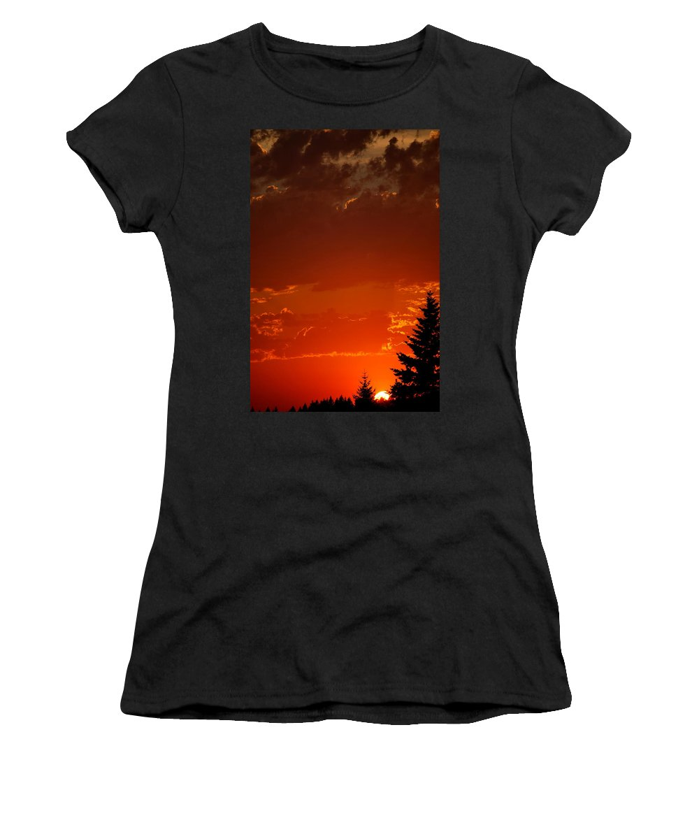 Sun Women's T-Shirt featuring the photograph Setting Low IIII by Kathy Sampson