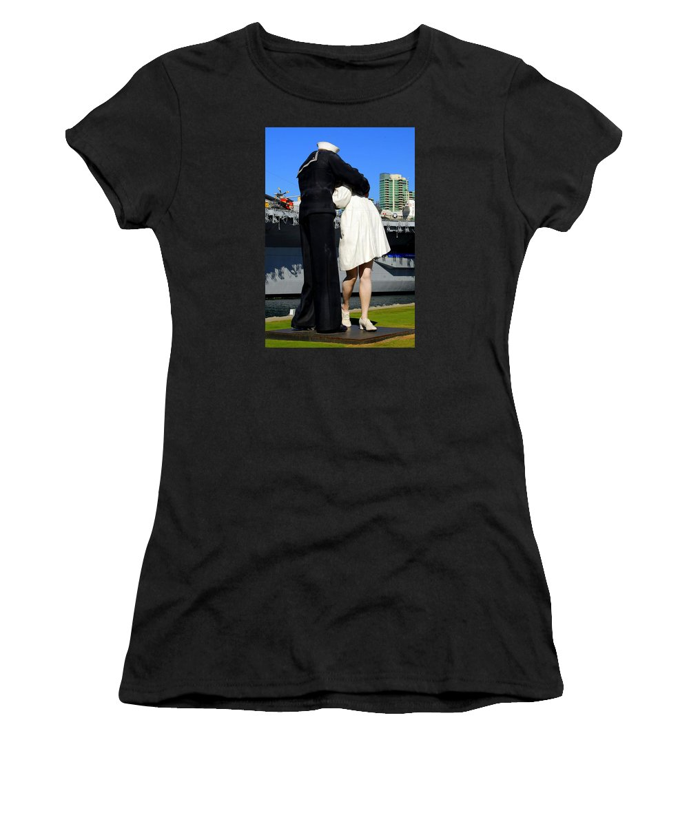 Statue Women's T-Shirt (Athletic Fit) featuring the photograph Unconditional Surrender Kiss by Caroline Stella