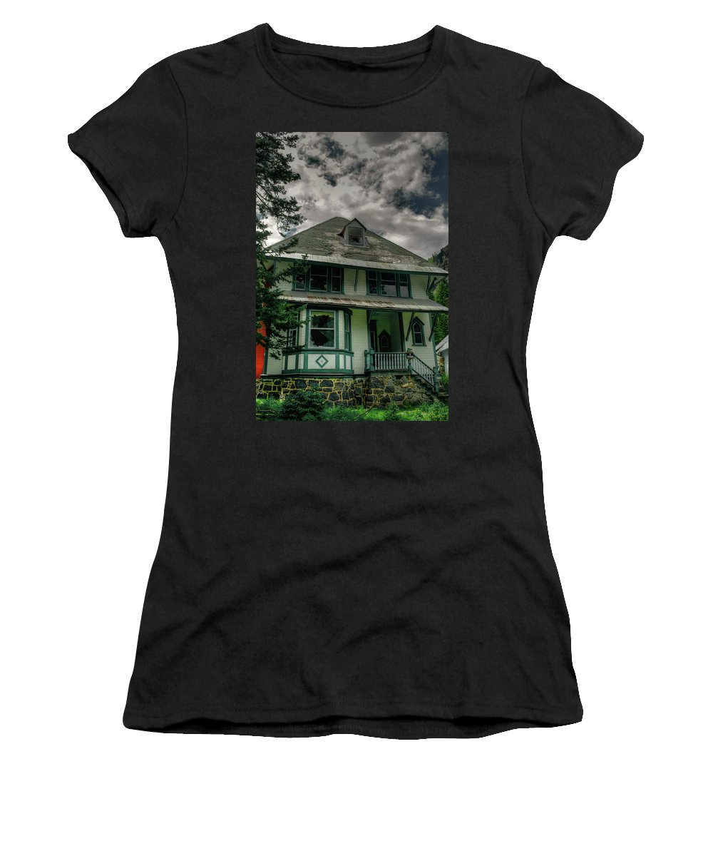 Abandoned Women's T-Shirt featuring the photograph Abandoned Miners Boarding House by Linda Weyers