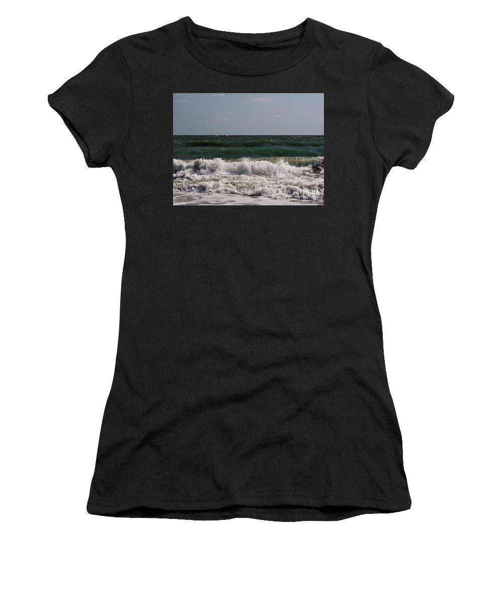 Vero Beach Women's T-Shirt featuring the photograph Atlantic - Beach - Waves by D Hackett