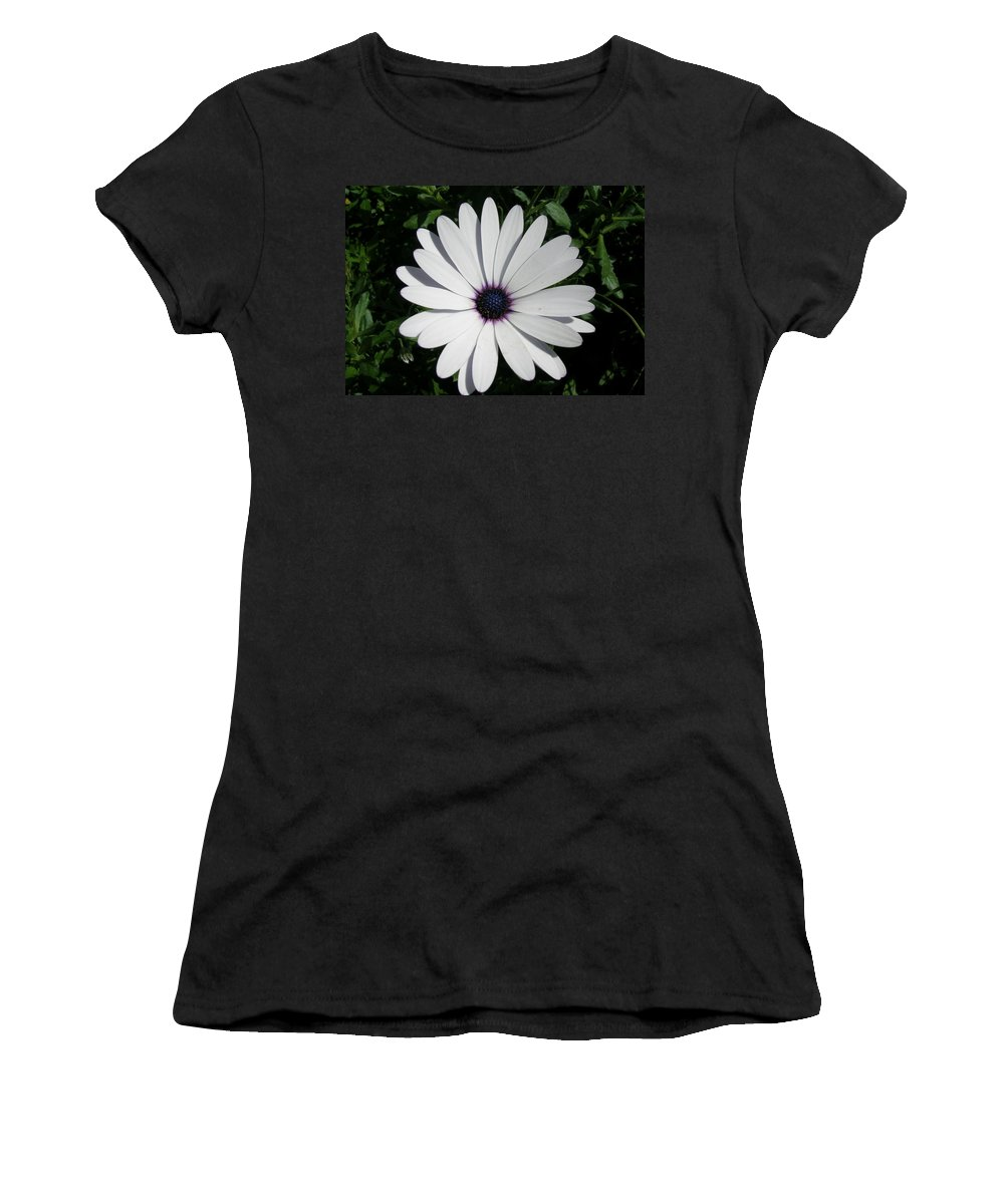 Daisy Women's T-Shirt (Athletic Fit) featuring the photograph Blue Center Daisy by Valerie Ornstein