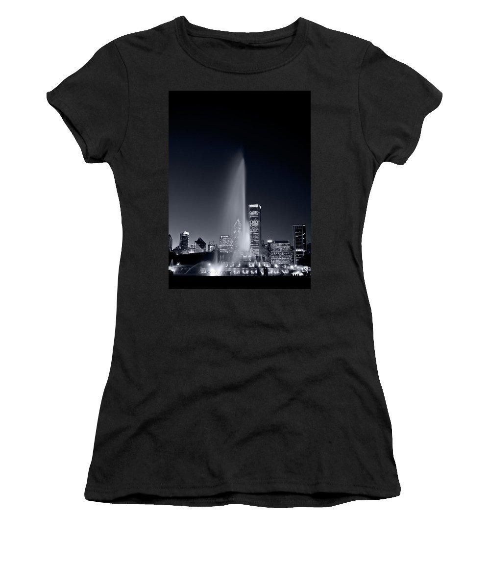 Black Women's T-Shirt featuring the photograph Chicagos Buckingham Fountain Bl And W Portrait by Steve Gadomski