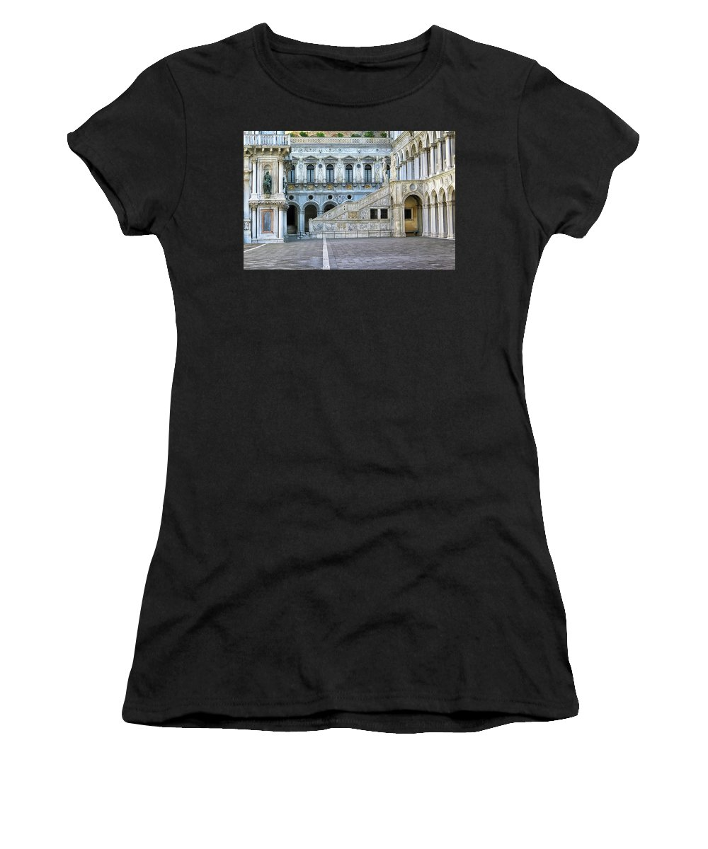 Doge Palace Women's T-Shirt (Athletic Fit) featuring the photograph Courtyard At The Doge Palace by Dave Mills