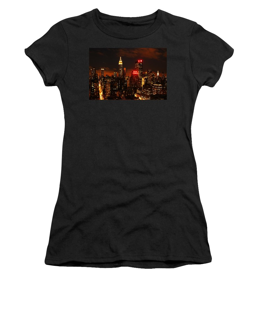 New York Women's T-Shirt (Athletic Fit) featuring the photograph Digital Sunset by Andrew Paranavitana