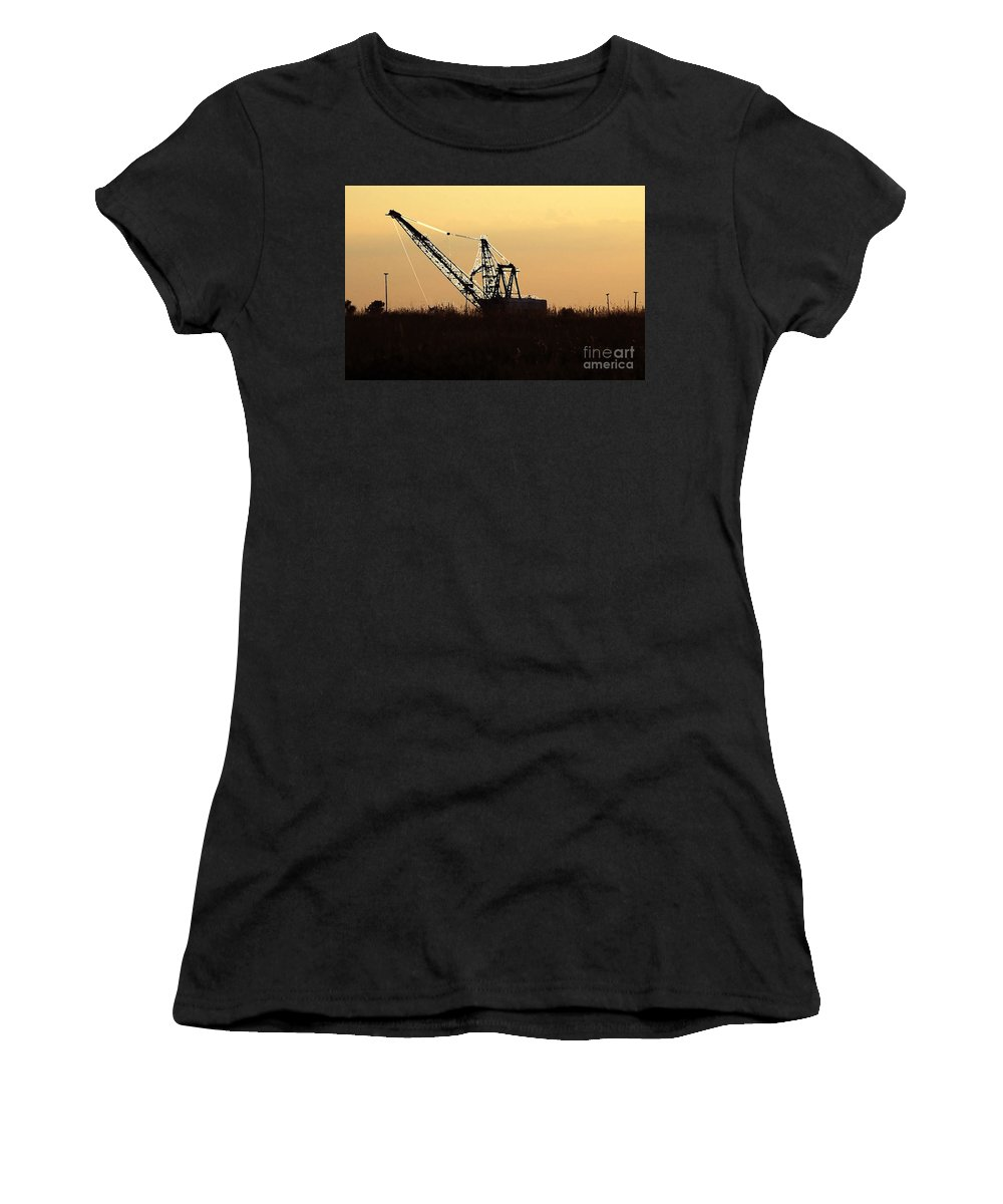 Drag Line Women's T-Shirt (Athletic Fit) featuring the photograph Drag Line by David Lee Thompson