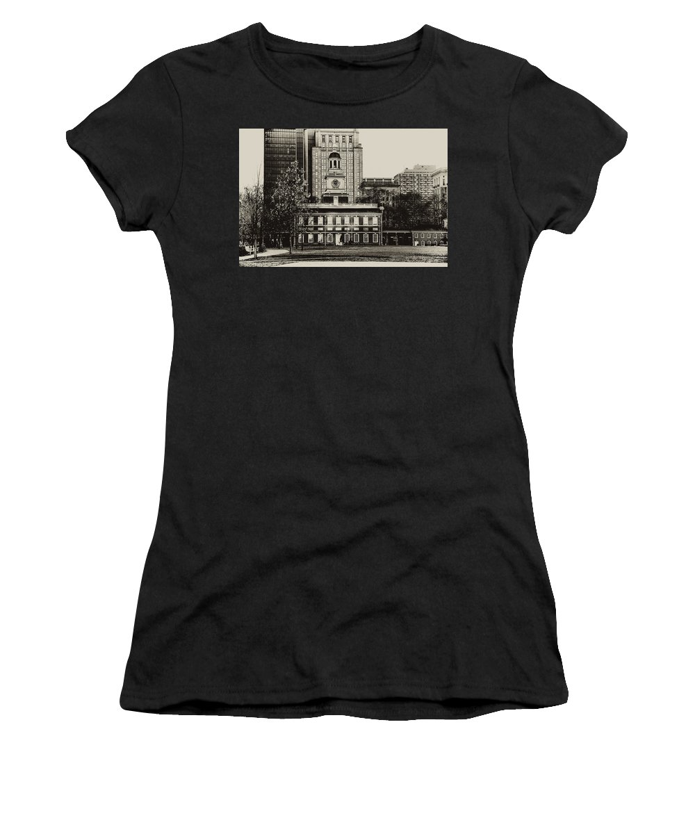 Philadelphia Women's T-Shirt (Athletic Fit) featuring the photograph Independence Hall by Bill Cannon