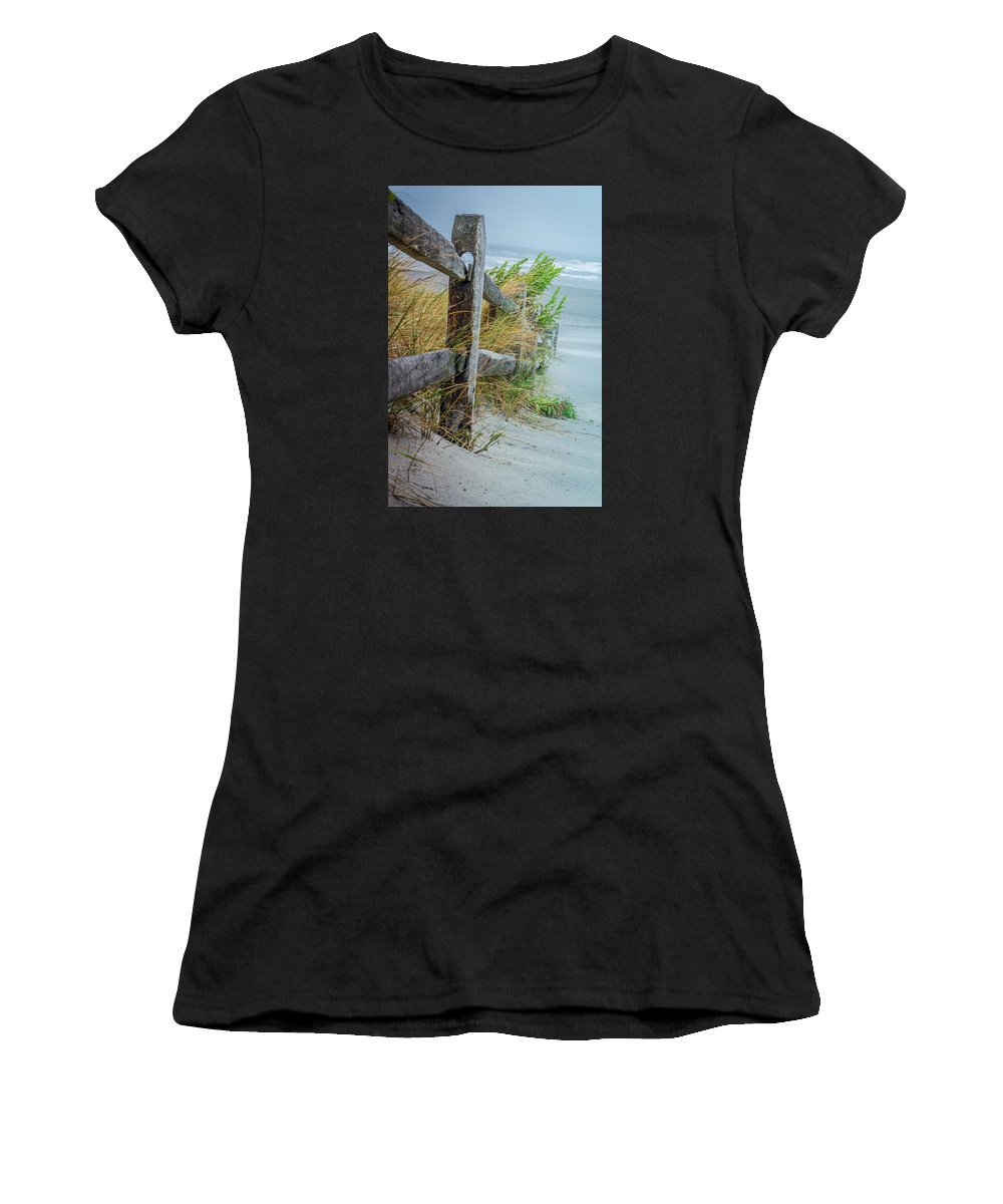 Landscape Women's T-Shirt (Athletic Fit) featuring the photograph Marvel Of An Ordinary Fence by Patrice Zinck