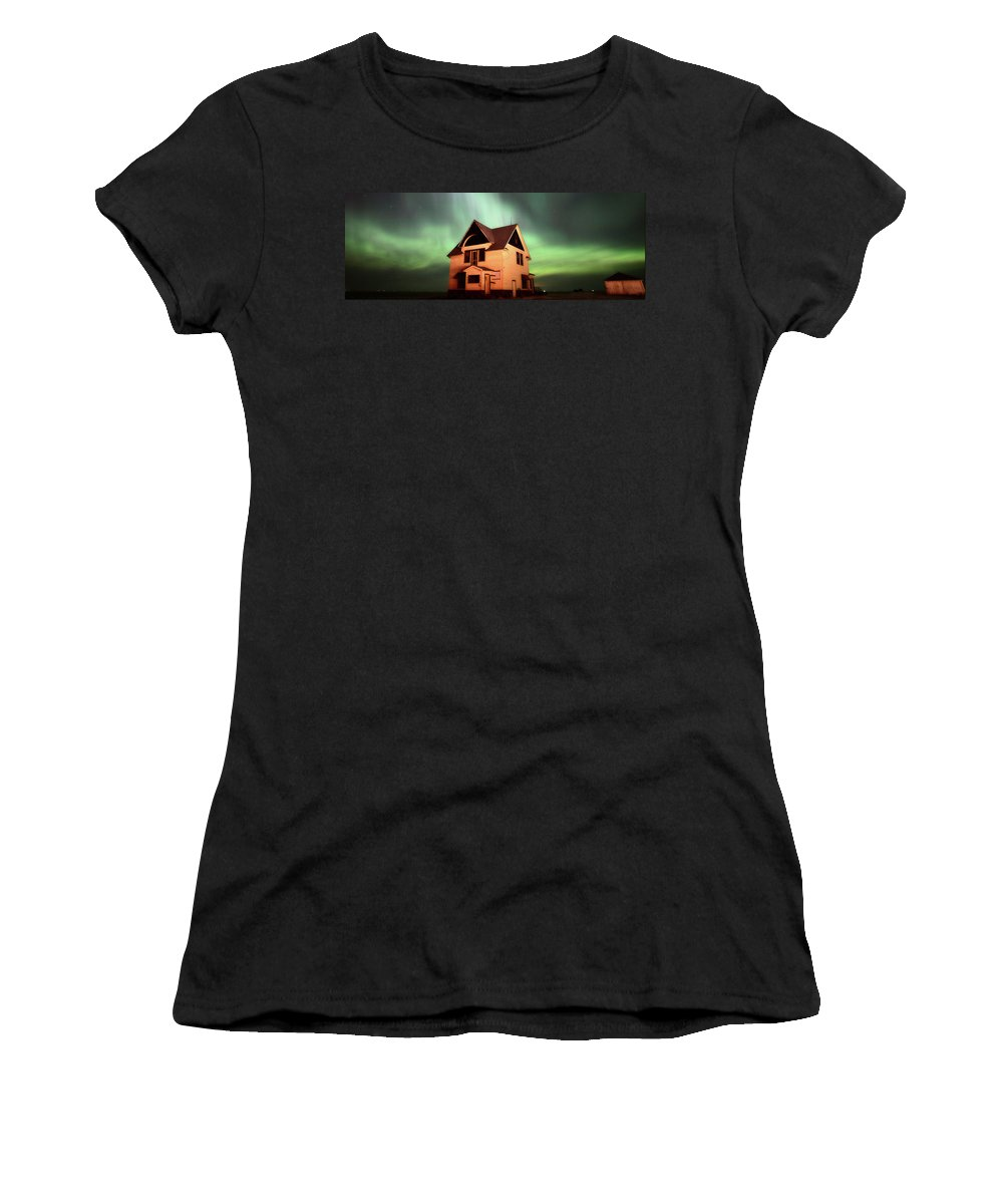 Women's T-Shirt featuring the photograph Panoramic Prairie Northern Lights And House by Mark Duffy