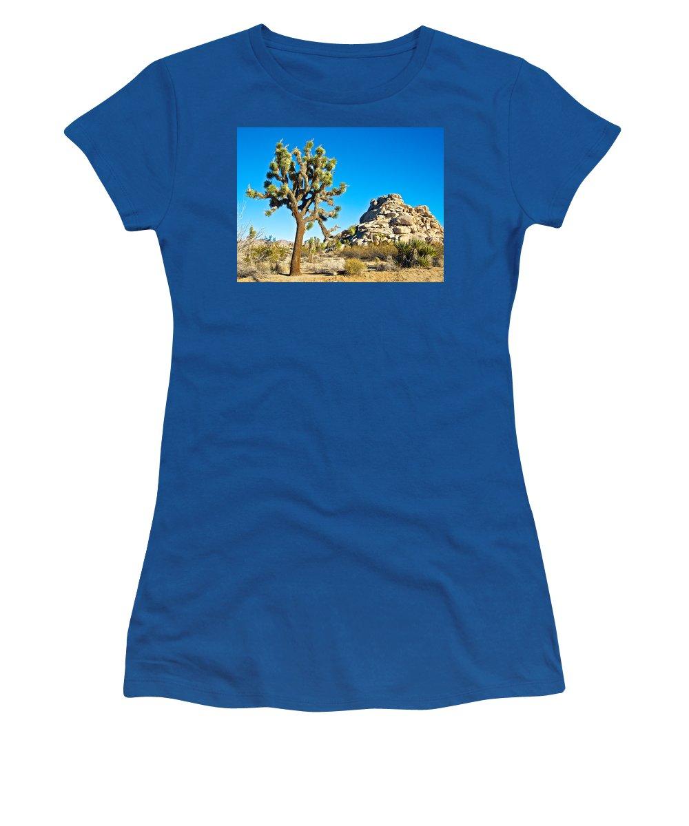 Joshua Tree And Jumbo Rocks At Quail Springs In Joshua Tree Np Women's T-Shirt featuring the photograph Joshua Tree And Jumbo Rocks Near Quail Spring In Joshua Tree Np-ca by Ruth Hager