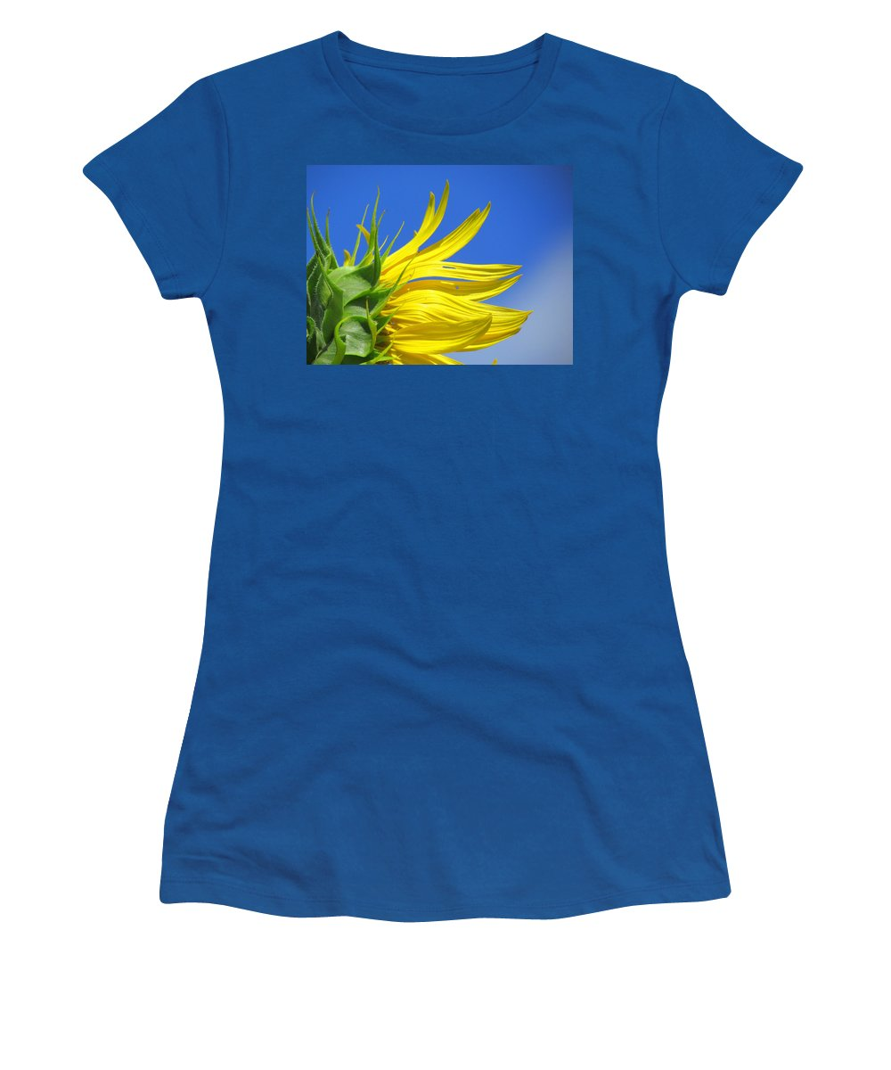 Sunflowers Women's T-Shirt featuring the photograph Waving Goodbye To Summer by Lori Pessin Lafargue