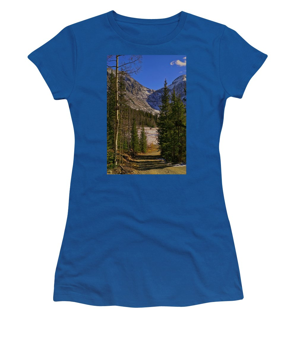 Silverton Colorado Women's T-Shirt featuring the photograph Into The Valley by Ernie Echols