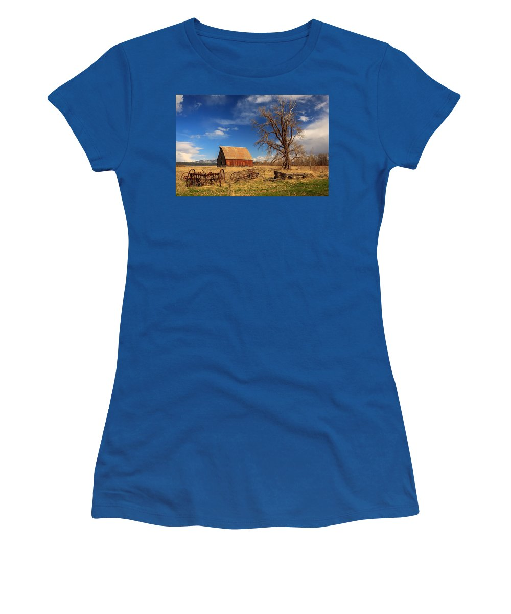Barn Women's T-Shirt featuring the photograph Old Barn In Chester by James Eddy
